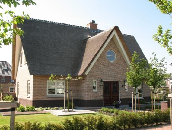Rietgedekte villa te Vijfhuizen